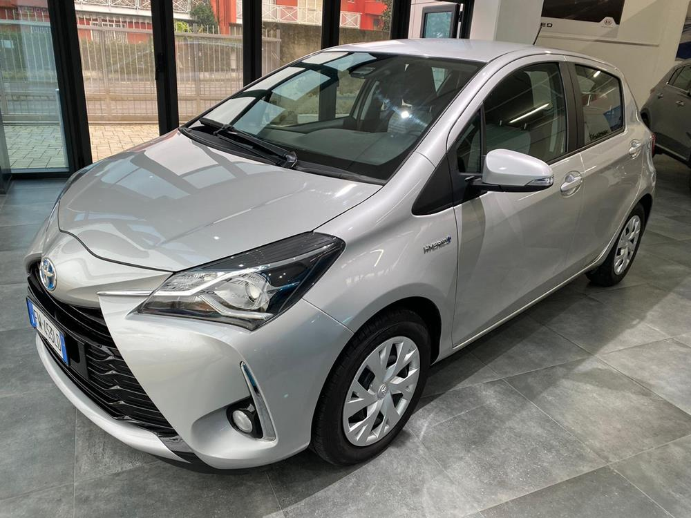 Toyota Yaris Business Berlina Elettrico