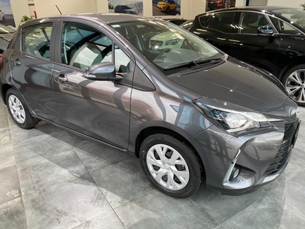 Toyota Yaris Business Berlina Benzina